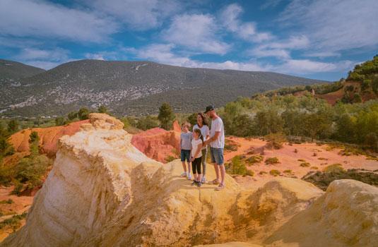 En famille au Colorado Provencal ©PLANQUE M.