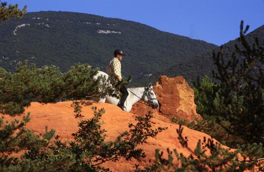 Balade en cheval au Colorado Provençal