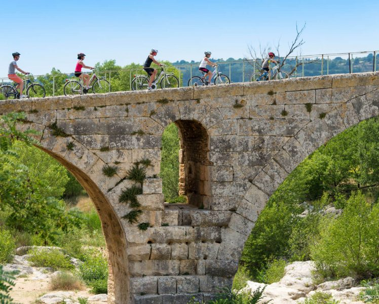 Pont Julien ©COLOMBE PRODUCTION