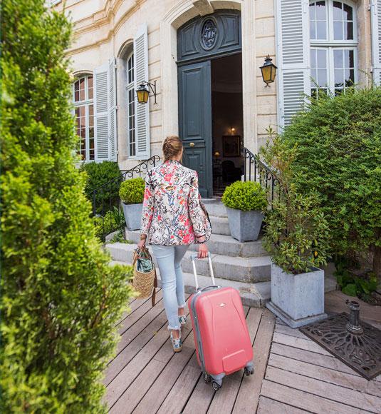 Avec sa valise @ Coquard